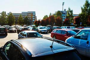 Insändarskribenten är trött på att leta parkeringar i centrum: