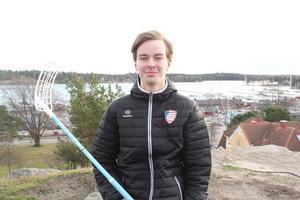 Adrian Hiram, innebandyspelare från Nynäshamn, som spelar i USA:s landslag,