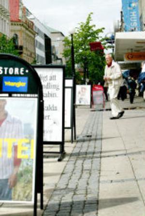 Virrvarret med gatuskyltar är snart ett minne blott. Ett nytt regelverk har tagits fram som bara tillåter en viss sorts skyltar i mindre omfattning.