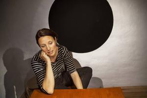 Ulrika Johansson på Edge and Emotion har undersökt flyttnormen bland unga i länet.