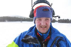 Banchef Latti Östlund kan andas ut när snön äntligen behagade falla över terrängen där Årefjällsloppet ska avgöras.