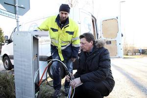 Smedjebackens energibolag Seab har under de senaste åren satsat stort på utbyggnaden av det egna stadsnätet. På bilden stadsnätschefen Jan Nordqvist och Seabs styrelseordförande Ingemar Hellström (S).