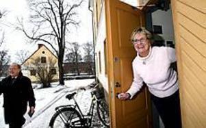 Inger Dolk har bytt jobb, bostad och man det senaste året. Nu stortrivs hon som husfru på slottet hos landshövdingen Christer Eirefeldt och hans hustru Gudrun. Foto: GUN WIGH