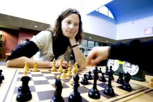 NÖJD. Ylva Larsson från Hyresgästföreningen är glad över att schackturneringen i Andersberg blivit en tradition.
