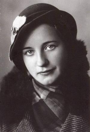 En ung Thyra Karlsson.