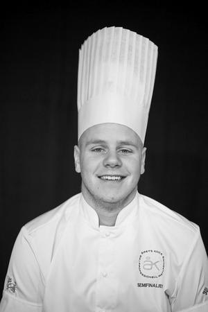 Anders Isaksson, 26 år, som pluggade på Pihlskolans restaurangutbildning i Hällefors har kvalificerat sig till semifinal i Årets kock för andra gången.
