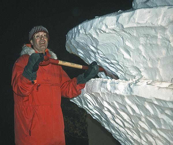 Olle Magnusson segrade tillsammans med Svenerik Jakobsson i Öppna SM i snöskulptur 2004 med deras Arctic Spirello. Foto: Svenerik Jakobsson