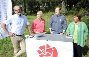 Pelle Persson, ordförande för Socialdemokraterna i Östersund, Mona Modin Tjulin, ordförande i miljö- och samhällsnämnden, Niklas Daoson, ersättare i barn- och utbildningsnämnden och AnnSofie Andersson, kommunstyrelsens ordförande, presenterade Socialdemokraterna i Östersunds valprogram på tisdagen.