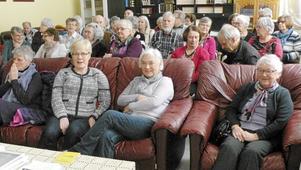 SPF Tuna-Säters medlemmar fick lära sig om buddhism och karma när de nyligen besökte buddhisttemplet i Ulfshyttan.