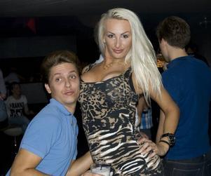 Work it. Mattias Delltorp och Amanda Persson gjorde oanade poseringar.