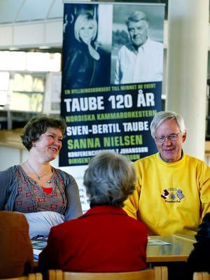Anna-Lena Wigren producent för Nordiska Kammarorkestern och Bo Sahlén från Taube-sällskapet Nordosten är initiativtagarna bakom minneskonserten för Evert Taube i höst.