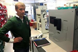Håkan Sterner befarar att det kommer att ta lång tid innan alla kontantautomater fungerar för de nya pengarna och säger nej till de ogiltiga.
