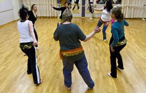 Tillsammans men ändå var för sig, orientalisk dans står för mångfald.