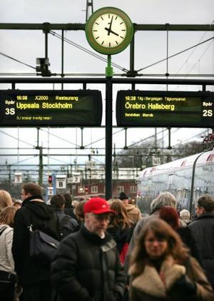 Många pendlar till Gävle och kommunen borde göra något för att behålla dem.