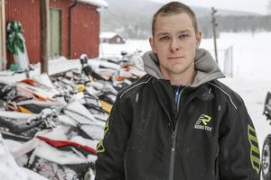 Cristian Petterson jobbar med skoteruthyrning i Ljusnedal.