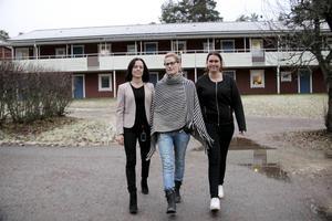 Jenny Björk, enhetschef, Lena Frang, undersköterska och skyddsombud, och Linnea Eriksson, vikarierande undersköterska, ska gemensamt se till att sjukfrånvaron minskar inom äldreomsorgen i Årsunda.