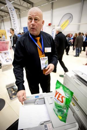 Christer Engberg från Office demonstrerar en helt ny kopiator som