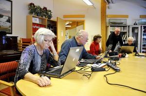 Så här såg det ut för något år sedan då det hölls en datakurs för pensionärer på Skutskärs bibliotek.