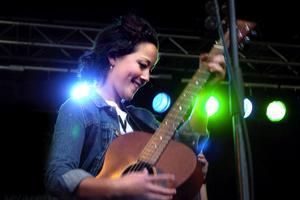 Omtyckt. Maia Hirasawa är singer/songwriter med både udd och hjärta. Foto:Paulina Håkansson
