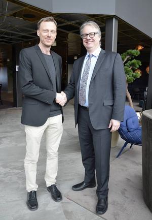 Arthur Jänes, överläkare vid kirurgkliniken Sundsvalls sjukhus är glad att Gastric sleeve-metodens Zlatan, professor Michel Gagner från Kanada, var med under mötet.