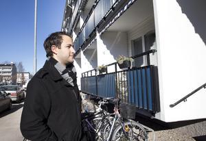"""""""Läget är perfekt för oss, på andra våningen, storleken på 60 kvadrat och möjligheter till renovering. Dels för att få det som man vill och för möjligheten till att öka värdet på den"""", säger Wissam Melhem."""