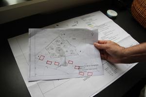 Torbjörn Sundberg föreslår i stället att sju villor borde byggas vid vägen nere i dalen.