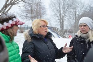 Ministerbesök. Helena Vilhelmsson (C), miljöminister Lena Ek (C) och förskolechef Stina Myrén. I dag besökte miljöministern Lingårdens förskola i Nora.