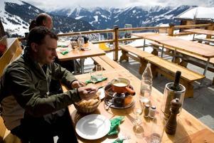 GOTT. God ostfondue på restaurang La Marmotte, där svenske kungen brukar ses.