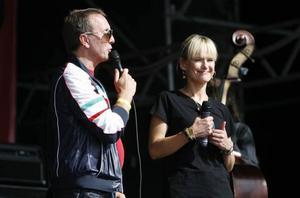 Carl Johan Larsson och CajsaStina Åkerström såg till att Svensktoppen blev något alldeles extra i Gävle. En annan artist som uppträdde i förrgår kväll var Jack Vreeswijk. Både han och CajsaStina går i sin berömda fäders fotspår (Cornelis Vreeswijk och Fred Åkerström).