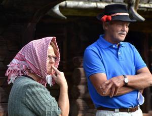 Jon Erik Eggens, som Anders Zorn, möter Lafvas Margit, tolkad av Anna Aronsson, för att ge en skildring hur det gick till när idén till den första Spelmansstämman uppkom år 1906.