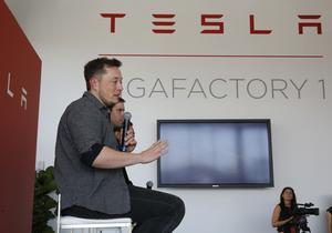 Elon Musk från elbilstillverkaren Tesla Motors har kontaktats av Västerås Summer Meets arrangörer.