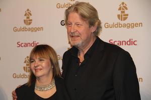 Rolf Lassgård på plats tillsammans med hustrun Birgitta Lassgård på röda mattan inför Guldbaggen.