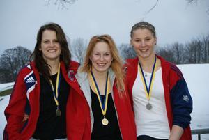 Isa Håkansson, Linn Koistinen Nordquist och Sara Storgärd med sina SM-medaljer.