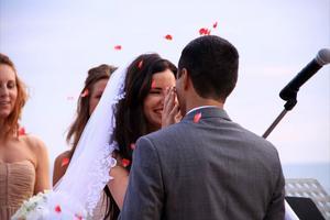 NYGIFTA! Det blev ett drömbröllop för Hanna Olsson John och Kevin Parto på Koh Lanta i Thailand.
