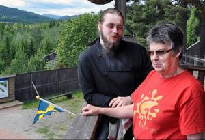 Per Wiklund, arrendator av och köksmästare i Döda Fallets servering, räknar tillsammans med Anita Jakobsson med en hektisk sommar, inte minst på grund av skådespelet.