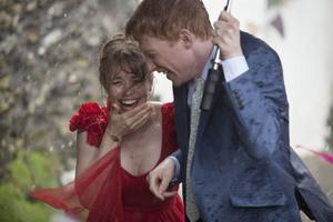 Rachel McAdams och Domhnall Gleeson gör sitt bästa för att återskapa den amerikansk-engelska attraktion som föddes mellan Hugh Grant och Andie MacDowell i Richard Curtis