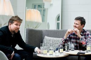 Radarparet Filip och Fredrik lärde känna varandra på Aftonbladet. Fredrik upplevde först Filip som ett hot, men det dröjde inte länge innan de unga journalisterna fann varandra.