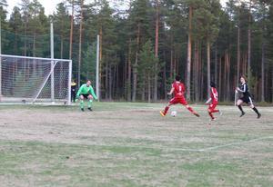 Sveg kunde avgöra när några minuter återstod. Hadi Ansari fick ett helt fritt skottläge mot Andreas Ekberg.