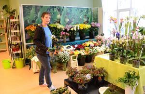 Växtlraft. Med beslutsam målmedvetenhet har Renate den Hartog öppnat en blomsteraffär i Grythyttan.