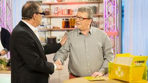 Skinnsbergaren Jan Bottner vann 250 000 kronor i TV 4-studion på fredagsmorgonen, här tillsammans med programledaren Steffo Törnquist.