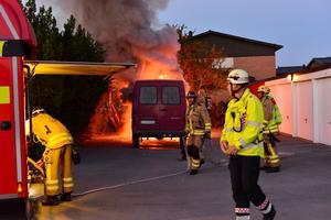 Den 49-årige mannen brändes levande i en  minibuss i stadsdelen Klockaretorpet i Norrköping.
