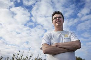 Med fem medaljer om halsen återvände han till norra Jämtland och vardagen på Strömsunds kvalitetslego. Nu vill Emil Martinsson fortsätta några år till.