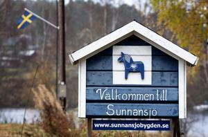 Det har varit nazister i Sunnansjö. De tog också en bild på den här skylten.