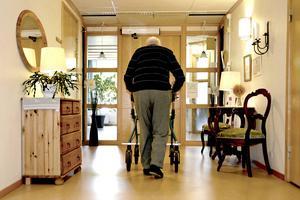 Äldre på äldreboenden dör allt snabbare sedan de flyttat in på ett äldreboende. Den här utvecklingen är i sin tur en följd av att de gamla är allt skröpligare när de flyttar in.
