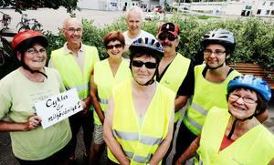 De som cyklade hade ett enda mål med manifestationen; en cykelväg parallellt med 301:an.