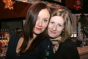 Blue Moon Bar. Emma och Sandra