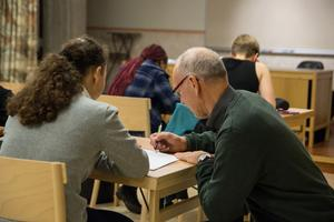 Bertil Bresell är pensionerad mattelärare och är volontär i räknestugan.