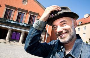 I höst kommer bland annat den nye teaterchefen Niklas Hjulström samtala med Dan Linder inför publik.