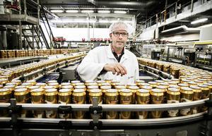 Jörgen Forsberg berättar att man i de tre burktappningslinjerna i Grängesberg kan göra 168 000 Norrlands guld i timmen
