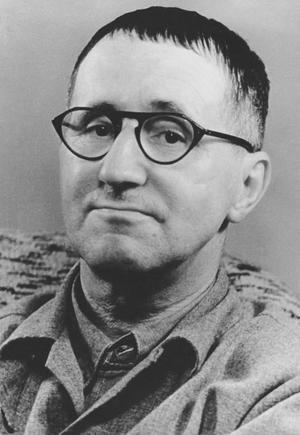 Amineh Kakabaveh citerar gärna den tyske dramatikern och poeten Berthold Brecht.
